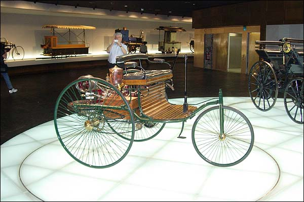 أول سيارة في التاريخ 3.jpg
