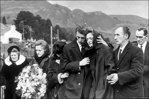 http://news.bbc.co.uk/nol/shared/spl/hi/pop_ups/06/uk_aberfan_disaster_/img/8.jpg