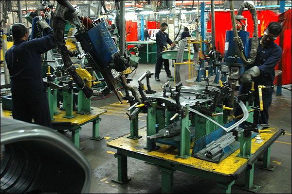 Ford officials, Gujarat govt talk on car plant project next week:PTI
