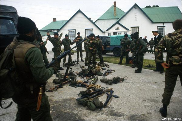 http://news.bbc.co.uk/nol/shared/spl/hi/pop_ups/07/in_pictures_falklands_conflict/img/1.jpg