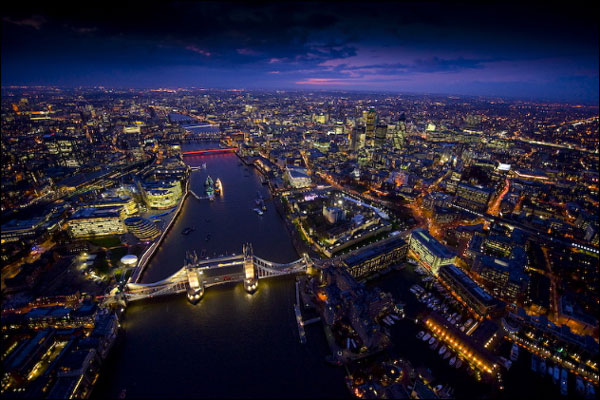 BBC News | In pictures: London at night, River Thames