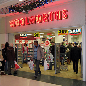 BBC News   In pictures: Woolworths, Bargain hunters