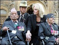 Joanna Lumley withveteran soldiers