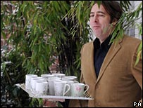Jonathan Ross gets the teas in