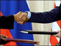 Obama and Medvedev handshake