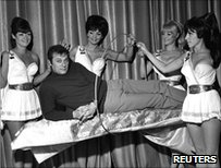 Tony Curtis in Vegas with showgirls