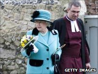 Queen at Maundy Thursday ceremony in 2009