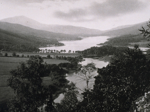 http://news.bbc.co.uk/nol/shared/spl/hi/uk/10/scot_slide/img/loch_tummel1.jpg