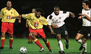 Nordin Wooter battles with Quinton Fortune