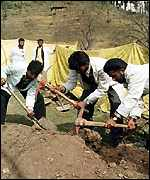 Exhuming the bodies at Pathribal