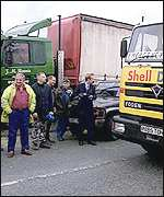 Picket line at Stanlow oil refinery