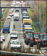 Tractors and lorries in convoy, 10/11/00