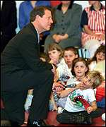 Gore speaking to schoolchildren after voting in Tennessee
