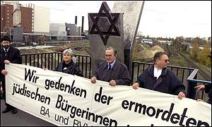 Berliners remember slain Jews