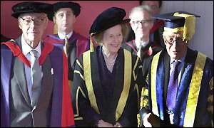 Sir Denis (L), Baroness Thatcher and univeristy chancellor Sir Martin Jacomb (R)