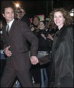 Julia Roberts and Benjamin Bratt