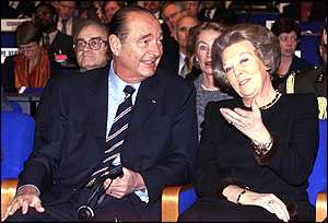 President Jacques Chirac speaks with Dutch Queen Beatrix