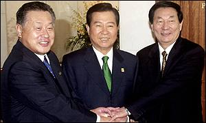 Leaders of Japan, South Korea and China (left to right - Yoshiro Mori, Kim Dae-jung, Zhu Rongji)
