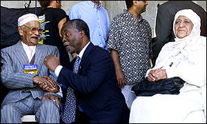 President Thabo Mbeki with Ismael Bassier, the oldest District Six resident and Fatima Banting