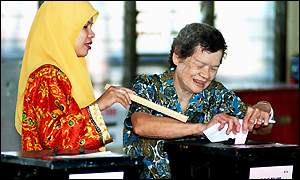 Chinese woman casting her ballot