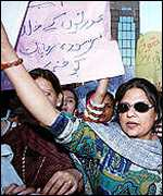 Pakistani women demonstrate