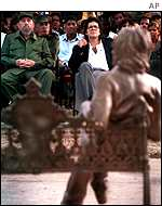 Castro at unveiling of Lennon statue