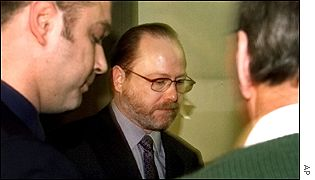 Jan Reemtsma (centre) arrives at his abductor's trial