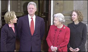 The Clintons and the Queen outside Buckingham Palace