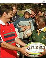 Mbeki receives signed rugby ball from Joost van Westhuisen