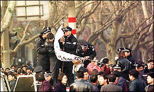 Relatives marched on Luoyang city government offices