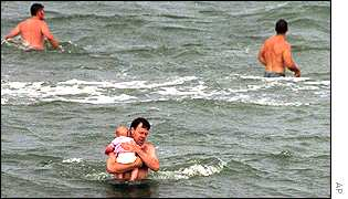 Policeman brings the baby to shore