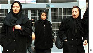 Women leaving the judicial complex