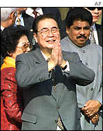Li Peng arrives in Delhi