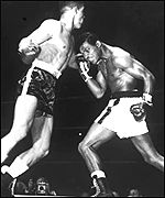 Randolph Turpin fights Sugar Ray Robinson