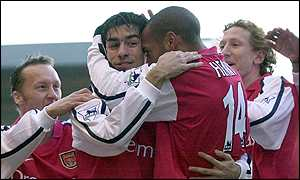 Pires and friends celebrate the Frenchman's goal
