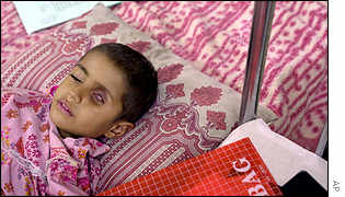 Iraqi girl, with a tumour in her eye, in hospital in Basra