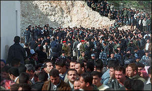 Crowd gatherd to witness the execution of Allam Beni Odeh