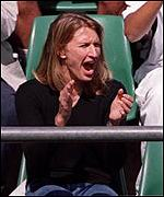 Steffi Graf cheers Agassi to victory in last year's Australian Open final