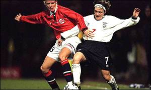 England's Karen Burke (right) tussles with Anita Rapp of Norway