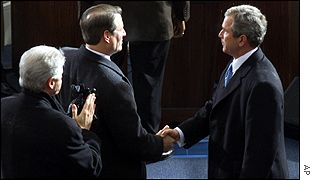 Bush shakes hands with Al Gore