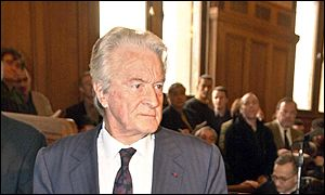 Roland Dumas arrives in court