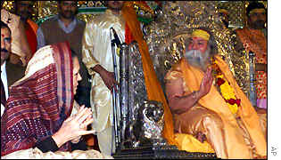 Sonia Gandhi and Swami Swaroopanand.