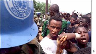 Sierra Leoneans demonstrate in front of a UN soldier