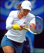 Martina Hingis coped with temperatures touching 40 celsius