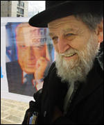 Orthodox Jew in front of Ariel Sharon placard