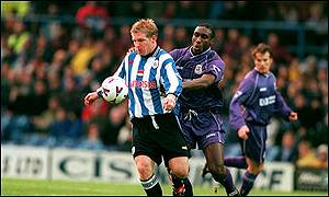 Ritchie Humphreys tangles with Sol Campbell