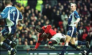Everton's Steve Watson (left) and Andy Cole of Manchester United