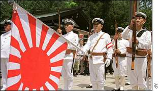 Japanese war veterans in Yasukuni shrine