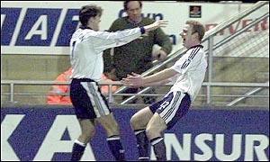Gary Doherty celebrates with Darren Anderton