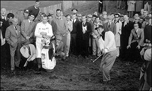Arnold Palmer chips onto the green at Lytham in 1961